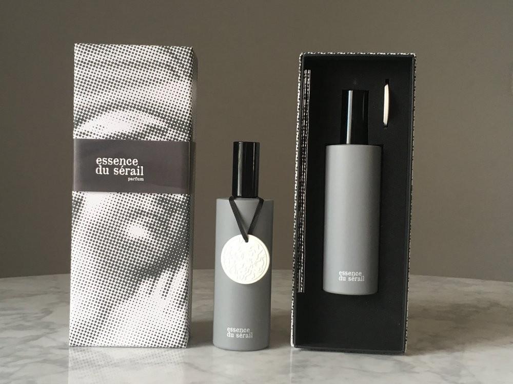 Sous le Manteau Essence Du Sérail аромат для мужчин и женщин