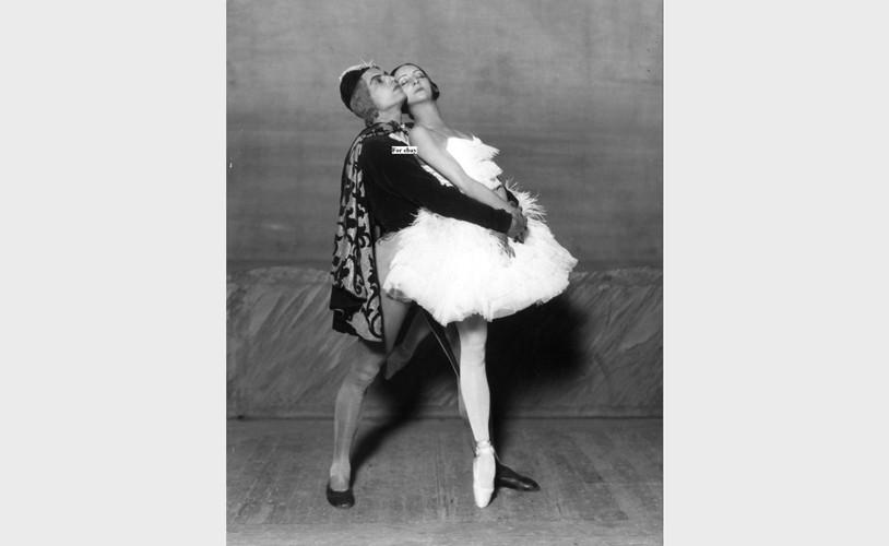 Ольга Спесивцева и Серж Лифарь в балете «Лебединое озеро»