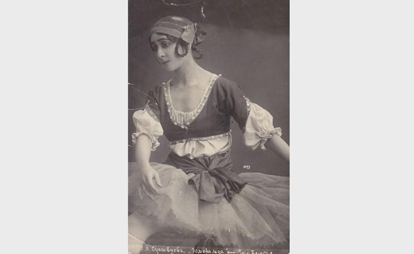 В балете «Эсмеральда»: одна из тех открыток, которые тысячами продавались по всей России.