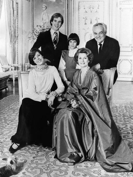 Принц Монако Ранье III, принцесса Грейс и их дети Каролина, Альберт и Стефани в Монте-Карло, 1976 год
