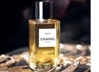 Театральная муза от Chanel