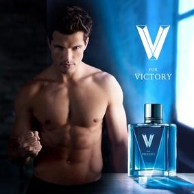 Постер Avon V For Victory