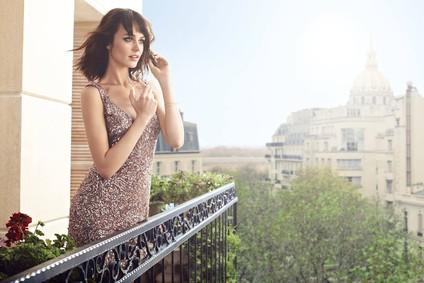 Постер Avon Christian Lacroix Bijou for Her