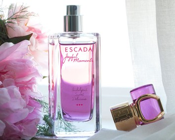 Постер Escada Joyful Moments