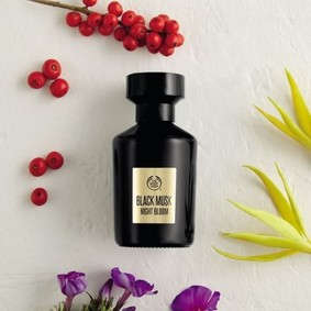 Постер The Body Shop Black Musk Night Bloom
